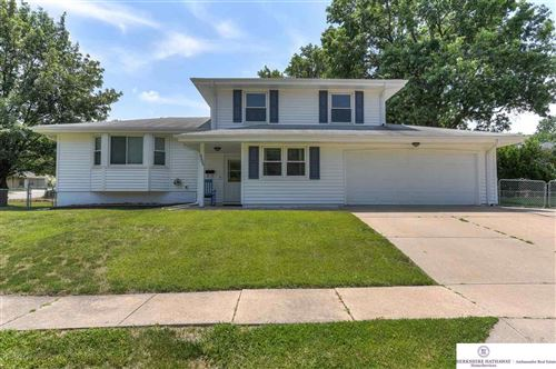 Photo of 9005 Lakeview Drive, Omaha, NE 68127-0000 (MLS # 22113714)