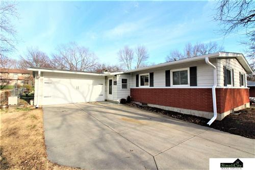 Photo of 1100 Driftwood Drive, Lincoln, NE 68510 (MLS # 22007850)
