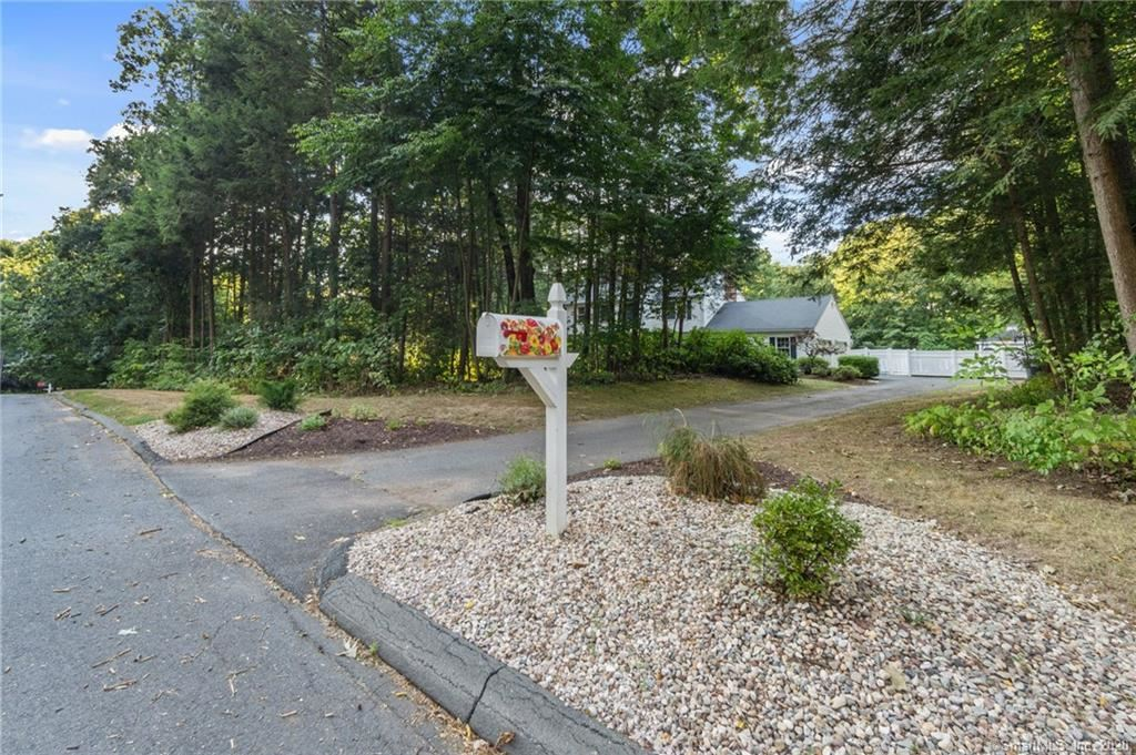 Photo of 27 Hunting Hills Drive, Southington, CT 06489 (MLS # 170311102)