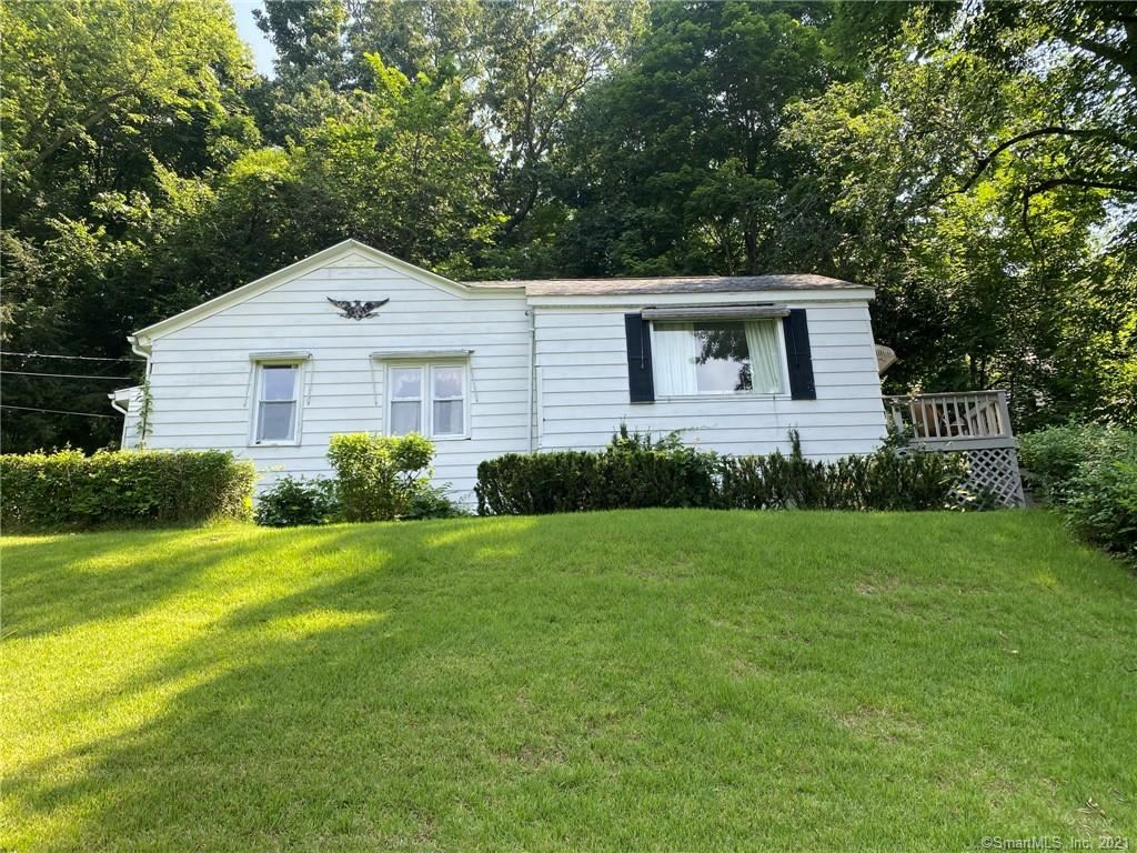 Photo for 284 Porter Avenue, Middlebury, CT 06762 (MLS # 170420225)