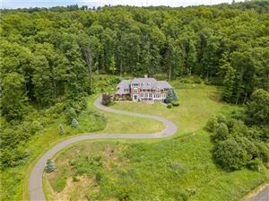 Photo of 25 Fawn Run, Avon, CT 06001 (MLS # 170145247)