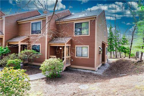 Photo of 7 Hampton Place #7, Avon, CT 06001 (MLS # 170408542)