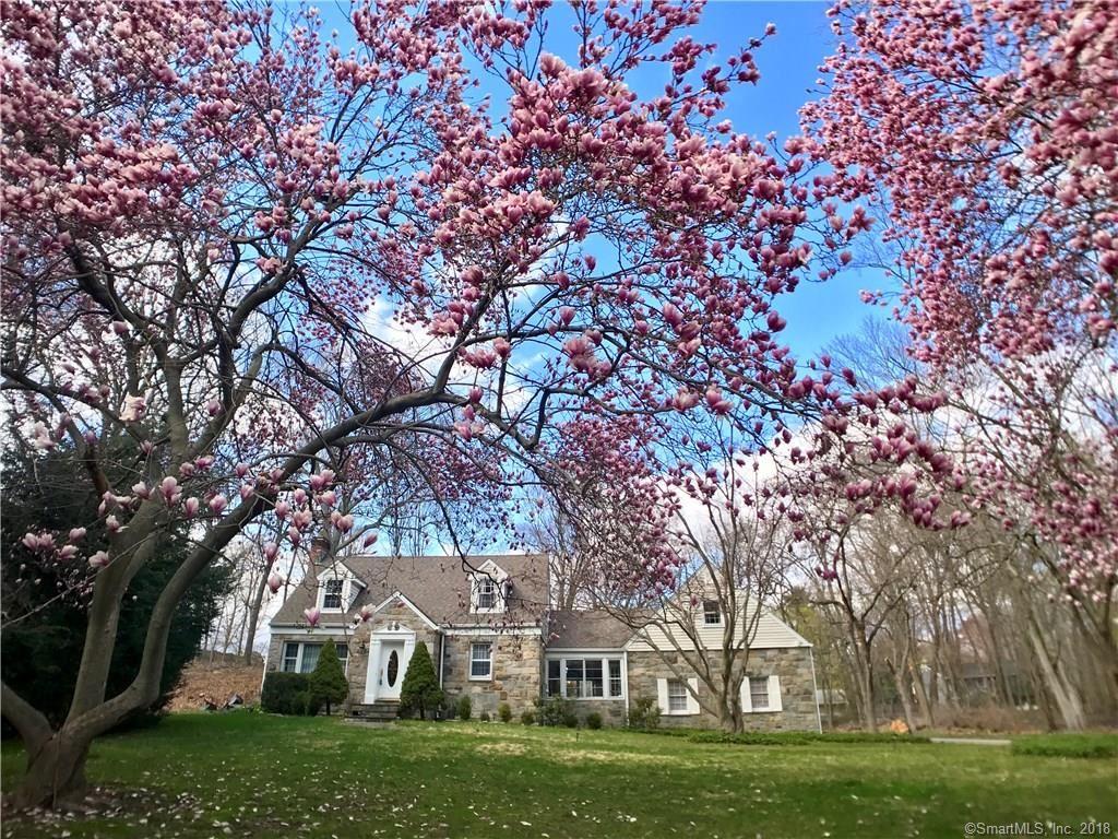 Photo for 40 Deerwood Manor, Norwalk, CT 06851 (MLS # 170052583)