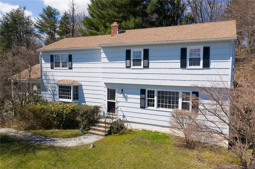 Photo for 7 Roosevelt Drive, Newtown, CT 06470 (MLS # 170172845)