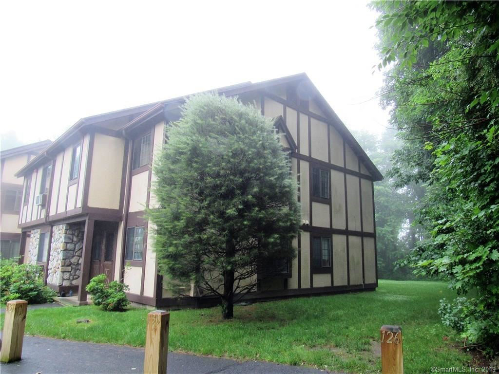Photo for 124 Foxwood Close #124, Milford, CT 06461 (MLS # 170204906)
