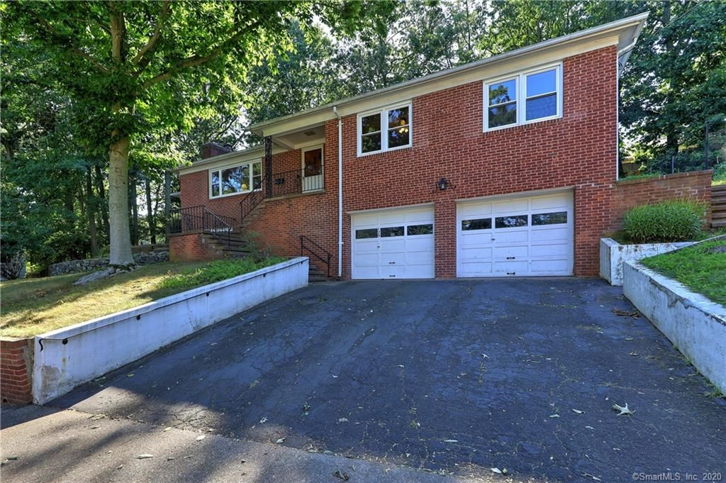 Photo of 129 Whittier Road, New Haven, CT 06515 (MLS # 170325997)