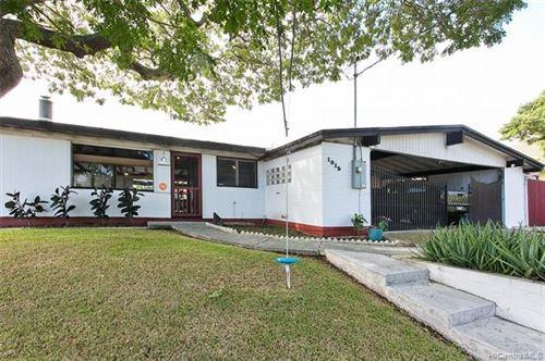 Photo of 1015 Ilipilo Street, Kailua, HI 96734 (MLS # 202100715)