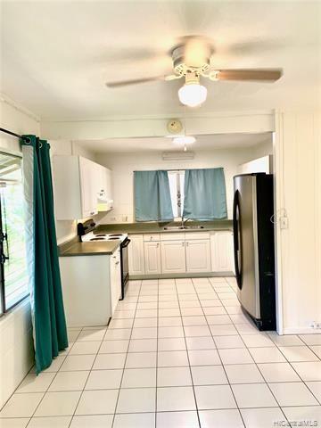 Photo of 623 Hausten Street #B, Honolulu, HI 96826 (MLS # 202026875)
