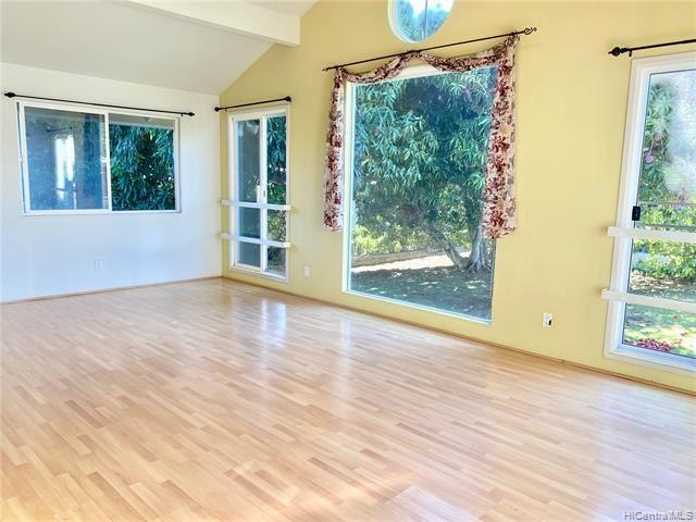 Photo of 105 Kawananakoa Place #B, Honolulu, HI 96817 (MLS # 202016951)