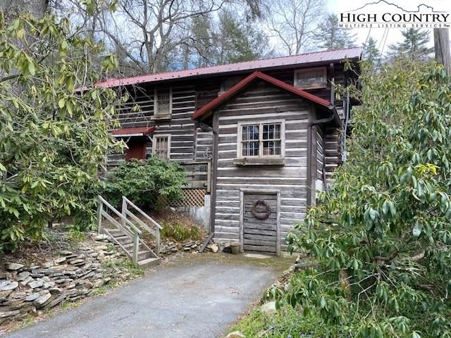 Photo for 2655 Linville Falls Highway, Pineola, NC 28662 (MLS # 230096)