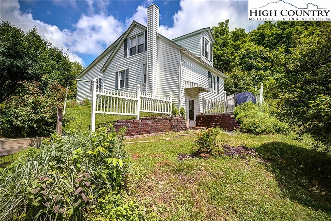 Photo of 174 Grandview Heights, Boone, NC 28607 (MLS # 231236)