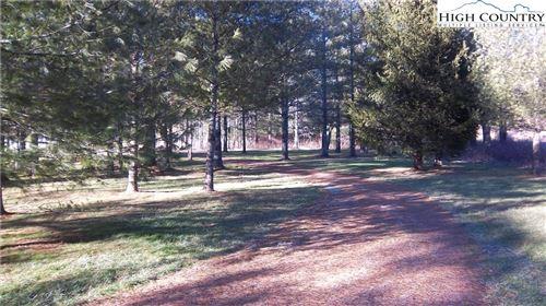 Photo of 40 Huntsman Court, Jefferson, NC 28640 (MLS # 214260)