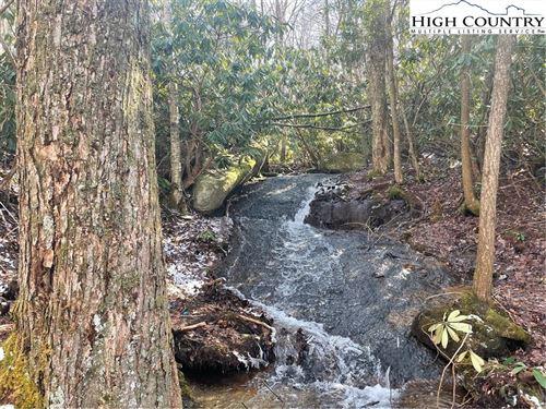 Photo of ES30 Eagle Springs Trail, Banner Elk, NC 28604 (MLS # 228277)