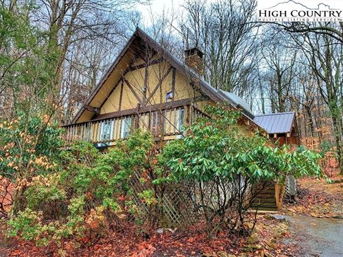 Photo of 404 Charter Hills Road, Beech Mountain, NC 28604 (MLS # 219445)