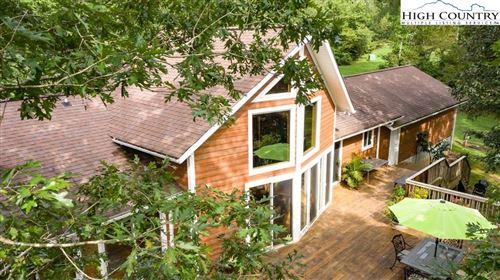 Photo of 504 Revenuer Ridge Lane, Hiddenite, NC 28636 (MLS # 226525)