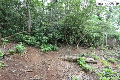 Photo of Lot 7 Shelton Place, Blowing Rock, NC 28605 (MLS # 229527)