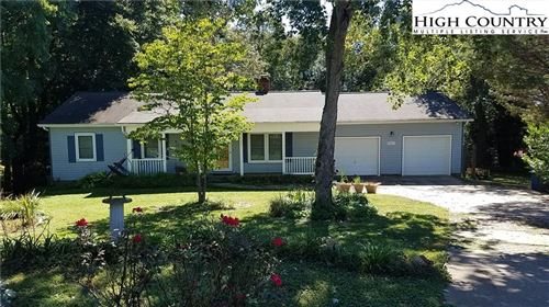 Photo of 4025 9th St Court, Hickory, NC 28601 (MLS # 233633)