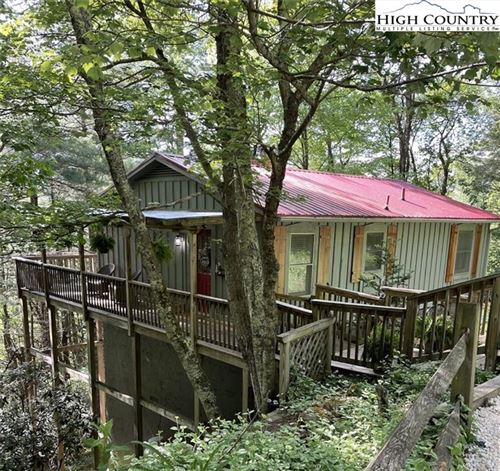 Photo of 194 S White Pine Drive, Blowing Rock, NC 28605 (MLS # 233766)