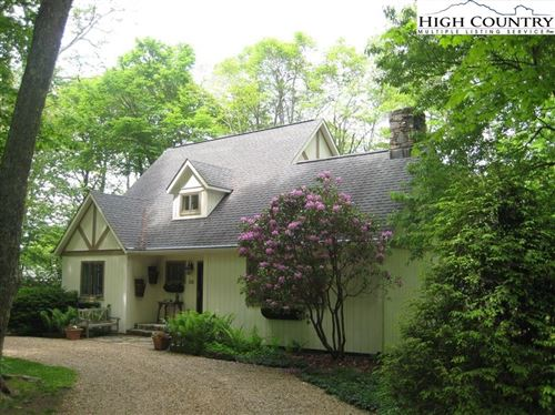 Photo of 154 Rock Ledge Lane, Sugar Mountain, NC 28604 (MLS # 220920)