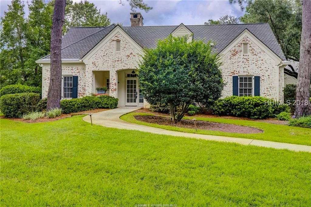 Photo for 18 E Cottage CIRCLE, Bluffton, SC 29910 (MLS # 385419)