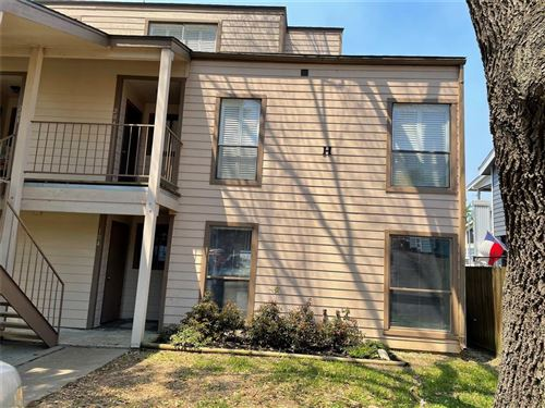Photo of 104H Lakeview Terrace #104H, Montgomery, TX 77356 (MLS # 60366000)