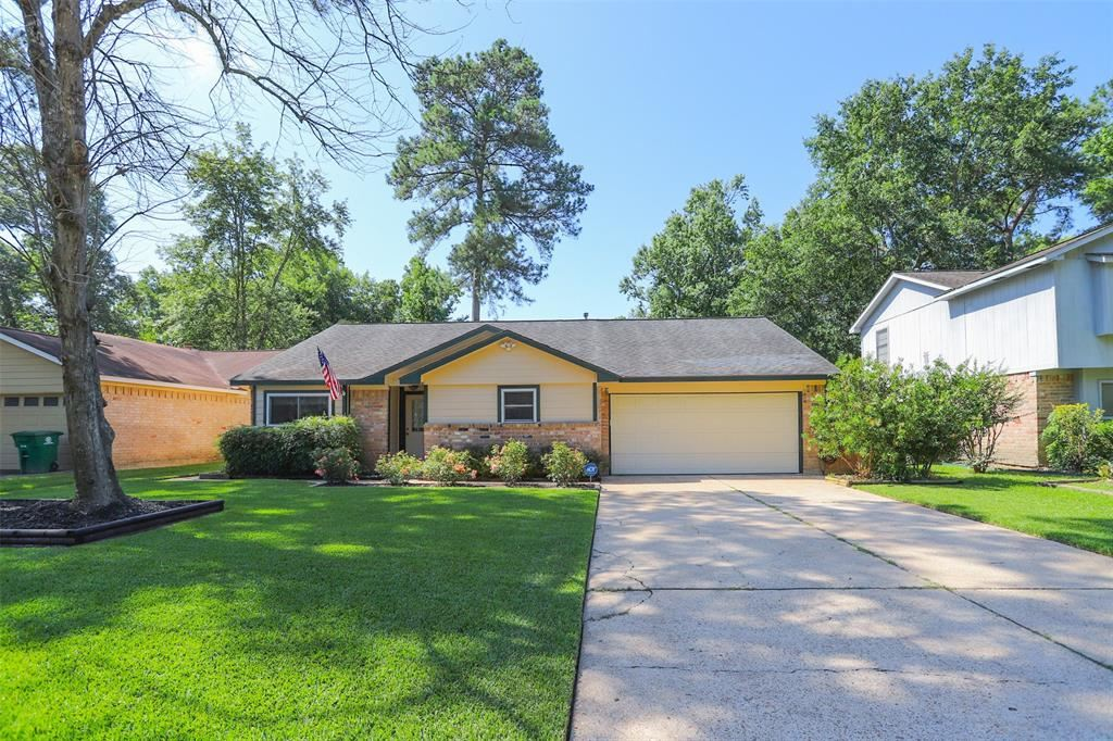 Photo for 3234 Sycamore Springs Drive, Houston, TX 77339 (MLS # 93323006)