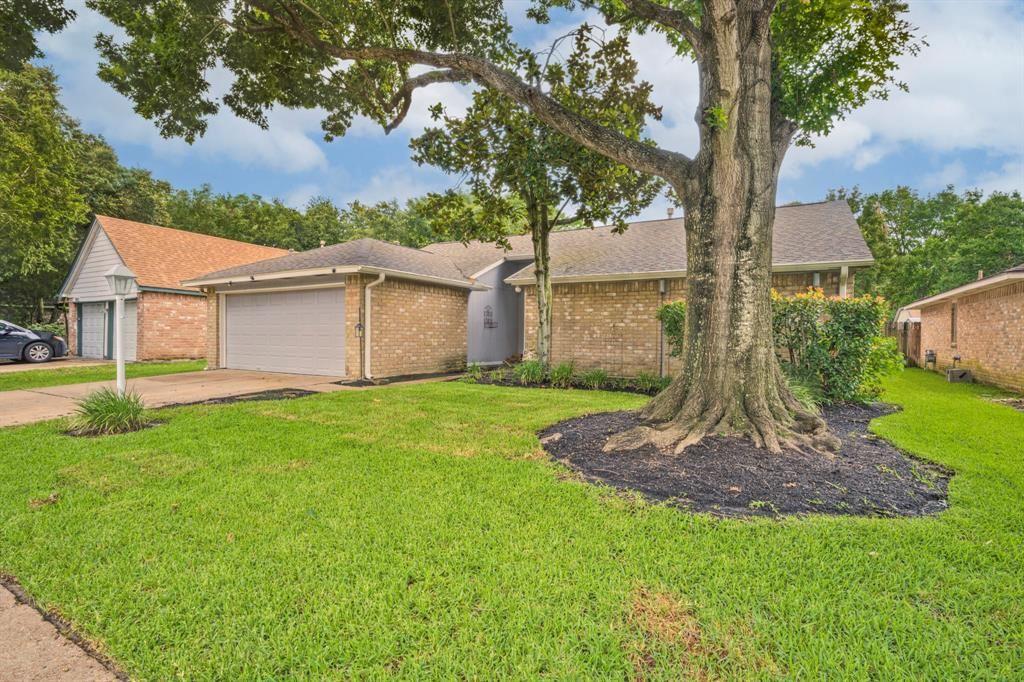 Photo for 2618 Broomsedge Drive, Houston, TX 77084 (MLS # 12252041)