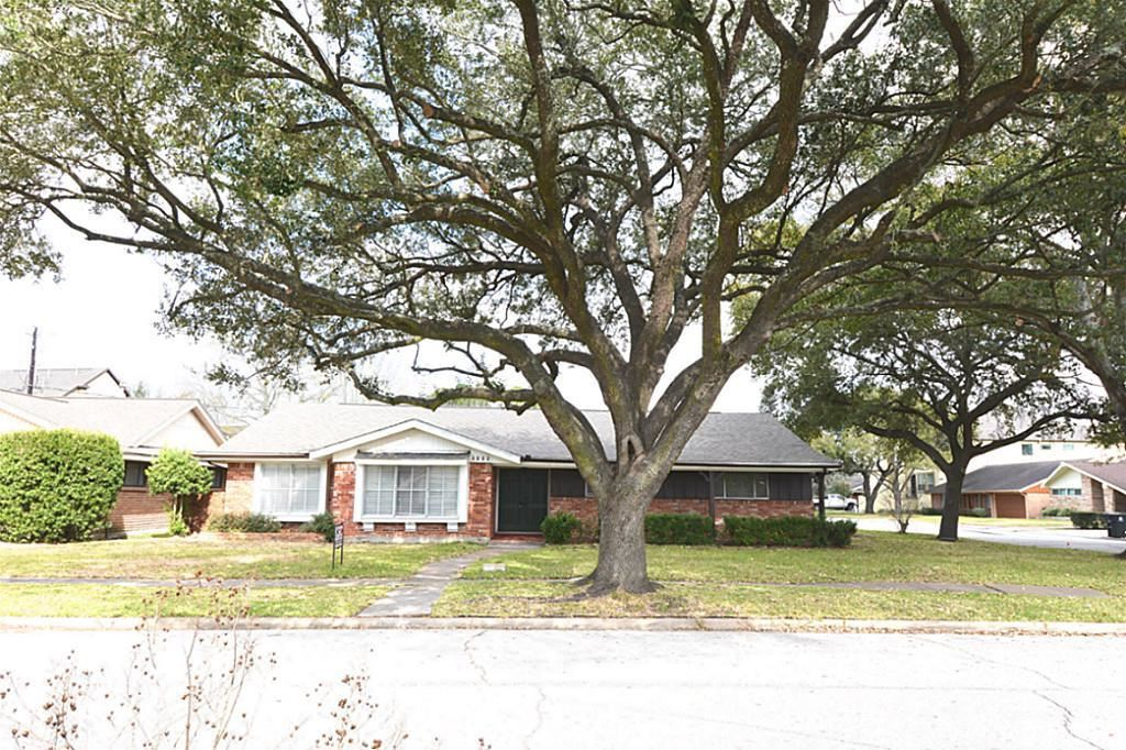 Photo for 4002 Martinshire Drive, Houston, TX 77025 (MLS # 74419044)