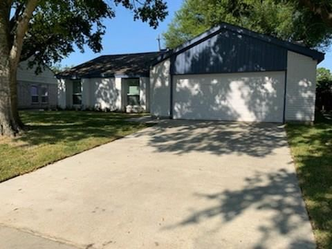 Photo of 15458 Peermont Street, Houston, TX 77062 (MLS # 8753052)