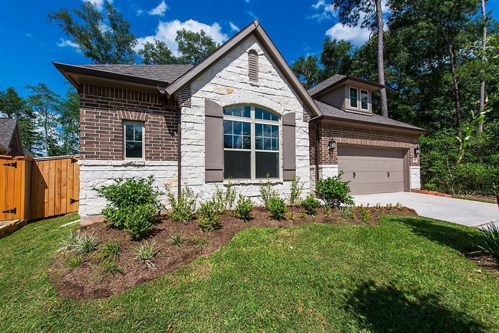 Photo for 154 Painted Trillium Drive, Conroe, TX 77304 (MLS # 89711079)
