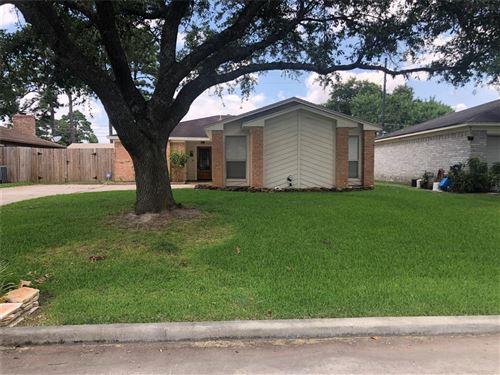 Photo of 9951 El Chaco Street, Baytown, TX 77521 (MLS # 9601091)