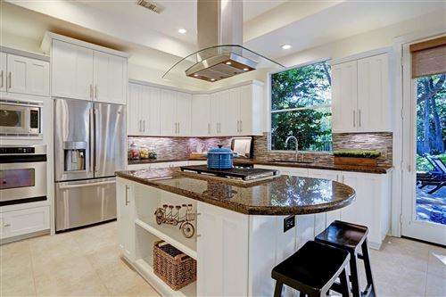 Tiny photo for 81 E Beckonvale Circle, The Woodlands, TX 77382 (MLS # 32237092)