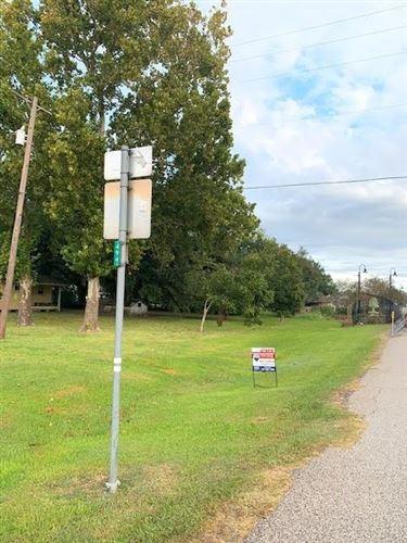 Photo of 110 Snyder, Alvin, TX 77511 (MLS # 52865092)