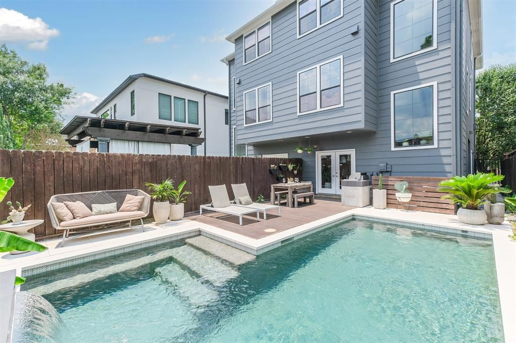 Photo for 1209 Welch Street #A, Houston, TX 77006 (MLS # 772100)