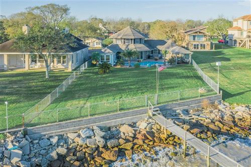 Photo of 4626 W Bayshore Drive, Bacliff, TX 77518 (MLS # 30666103)