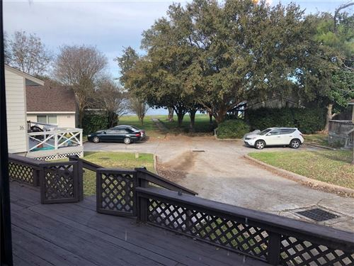 Photo of 17 April Point Drive, Montgomery, TX 77356 (MLS # 74848128)