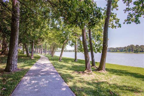 Photo of 34 Shorelake Drive, Houston, TX 77339 (MLS # 35978130)