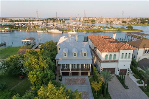 Photo of 207 Blue Point Road, Clear Lake Shores, TX 77565 (MLS # 30122140)