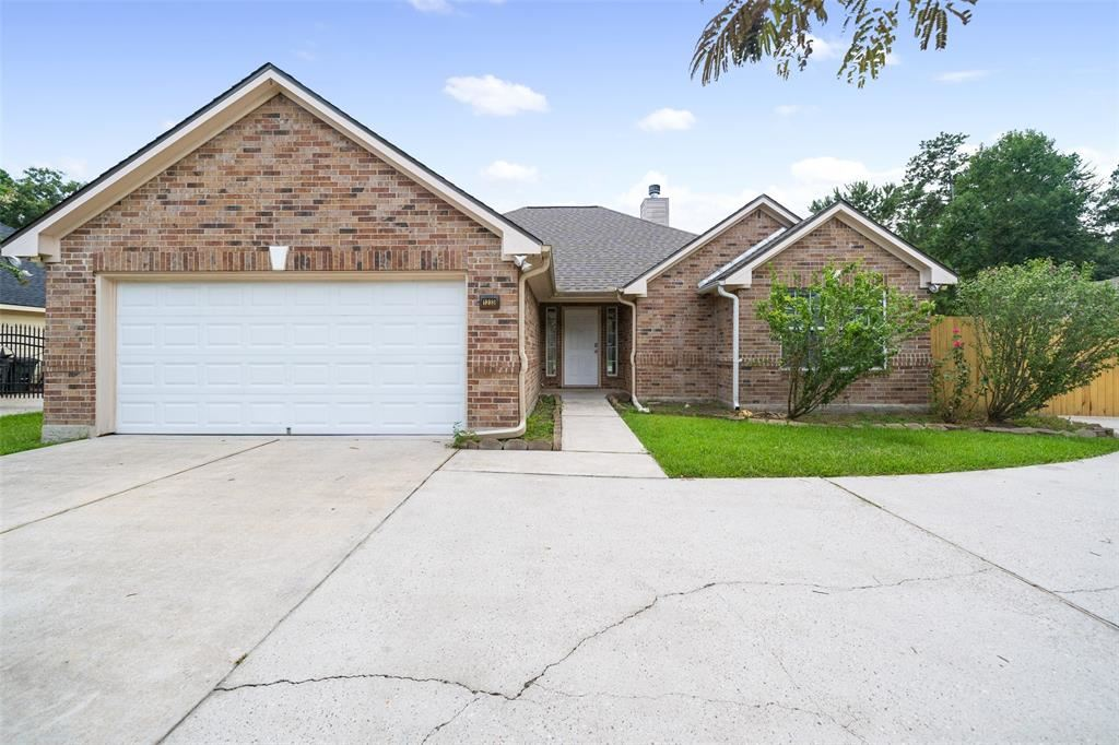 Photo for 1233 Chateau Woods Parkway Drive, Conroe, TX 77385 (MLS # 73171141)