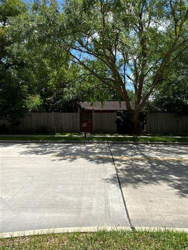 Photo of 1327 Buescher Drive, Houston, TX 77043 (MLS # 36227162)