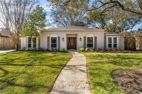 Photo of 314 Briar Hill Drive, Houston, TX 77042 (MLS # 9647164)