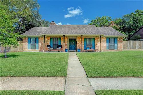 Photo of 501 Stoneledge Drive, Friendswood, TX 77546 (MLS # 42020180)