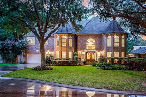 Photo of 8612 LANELL LN, Houston, TX 77055 (MLS # 46796192)