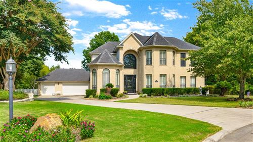 Photo of 10 Hillsborough Drive, Montgomery, TX 77356 (MLS # 98870211)