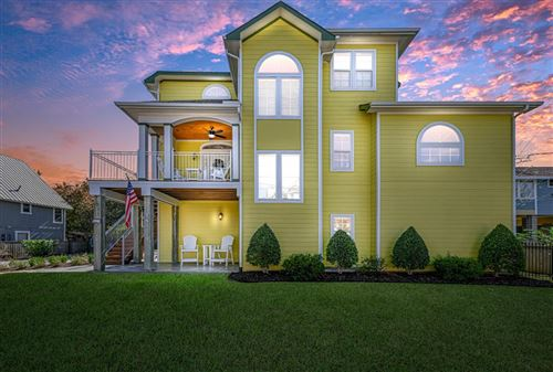 Photo of 923 Grove Road, Clear Lake Shores, TX 77565 (MLS # 38580212)