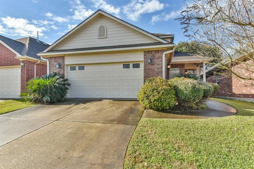 Photo for 126 Golfview Drive, Conroe, TX 77356 (MLS # 42641221)