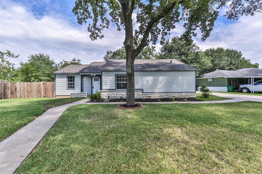 Photo for 7123 La Paseo Street, Houston, TX 77087 (MLS # 95451224)
