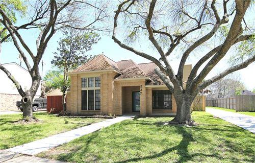 Photo of 527 Gleneagles Drive, Friendswood, TX 77546 (MLS # 31038226)