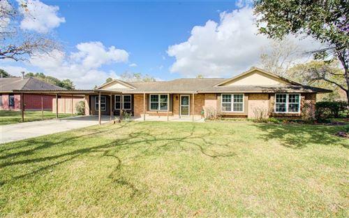 Photo of 114 Estate Drive, Friendswood, TX 77546 (MLS # 98838245)