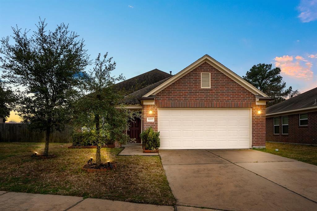 Photo for 8007 Gray Jay Drive, Houston, TX 77040 (MLS # 28754266)